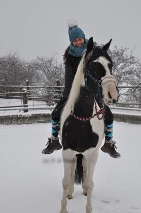 Alex auf Amy im Winter