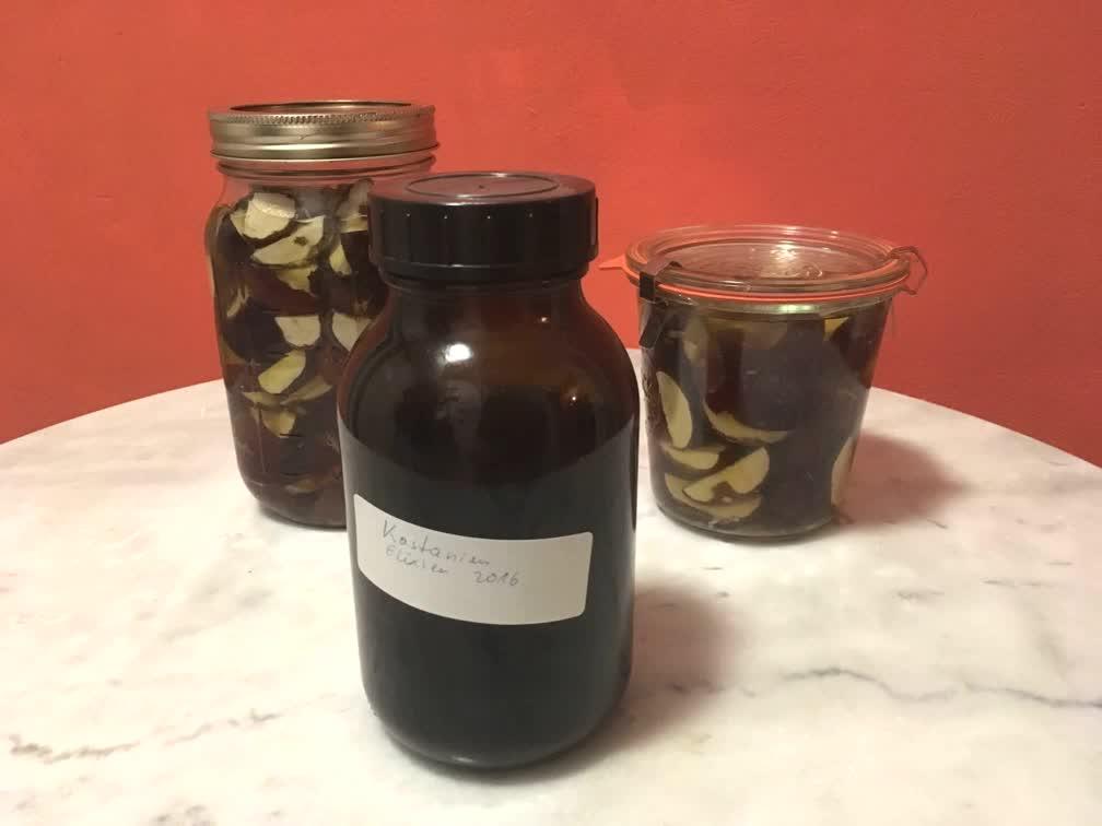 Flaschen mit Kastanienelixier